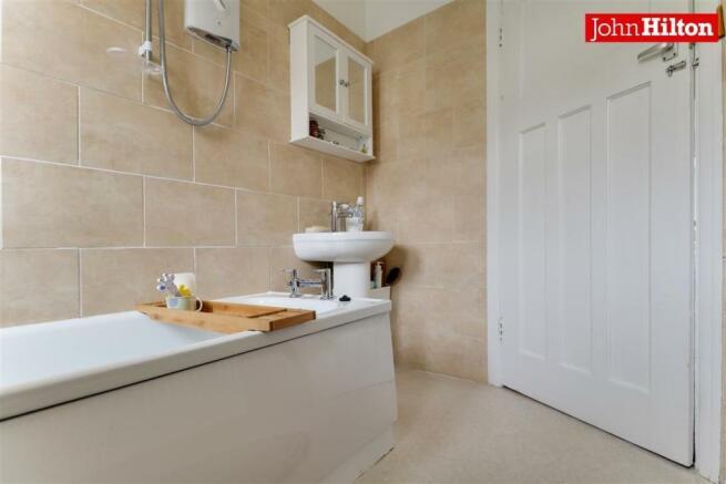 974. Bathroom (3).jpg