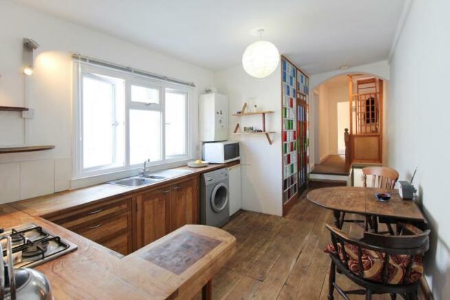 909. Kitchen.jpg