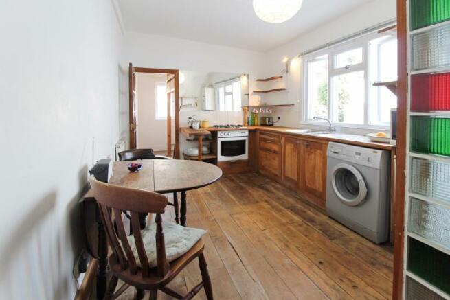 909. Kitchen (4).jpg
