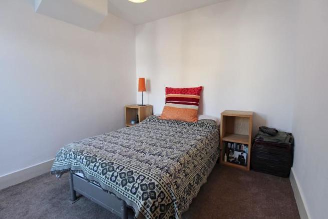 909. Bedroom 1.jpg