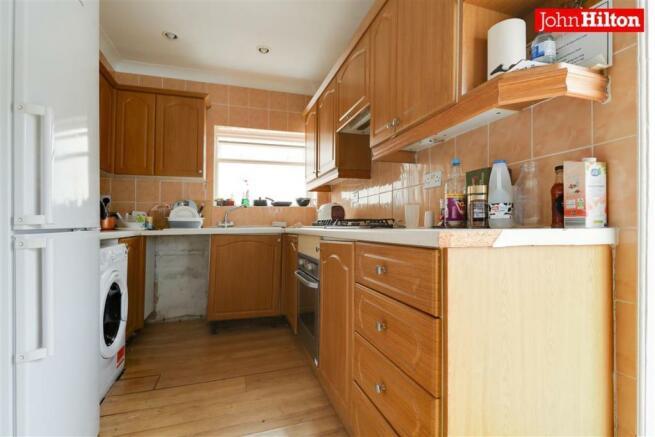 981. Kitchen (2).jpg