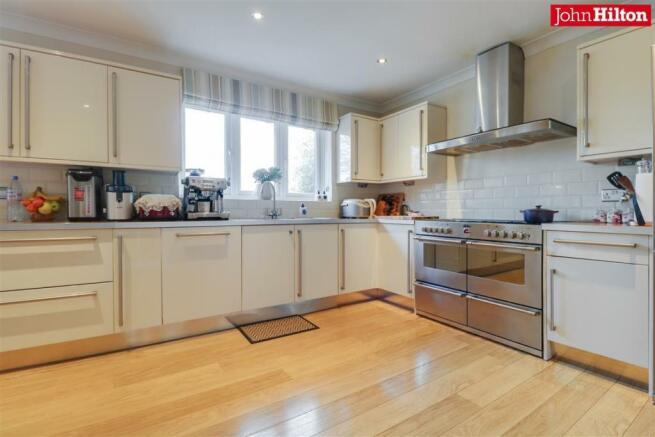 944. Kitchen (3).jpg