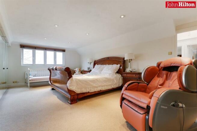 944. Master Bedroom (2).jpg