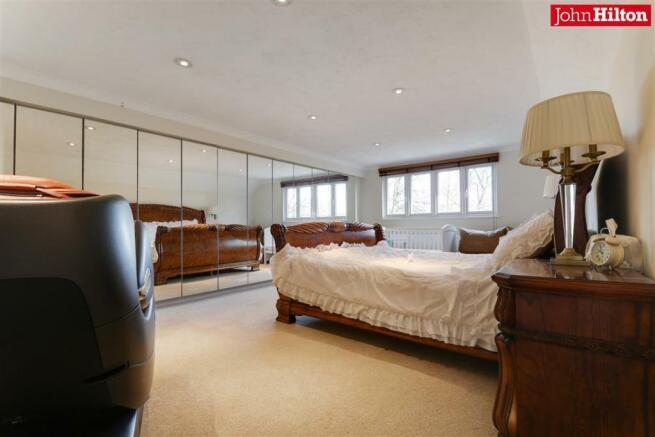944. Master Bedroom.jpg