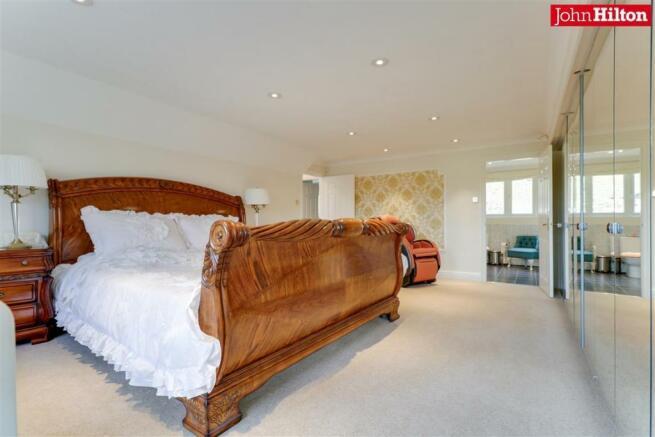 944. Master Bedroom (3).jpg