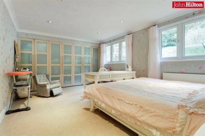 944. Bedroom c.jpg