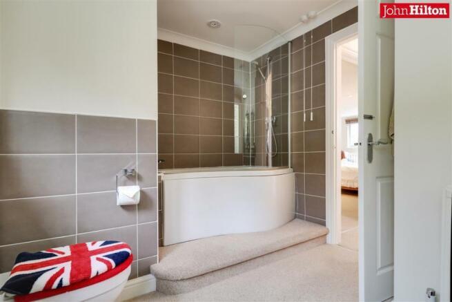 944. Bathroom (2).jpg