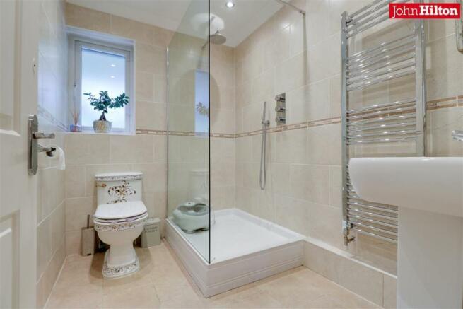 944. Shower Room.jpg