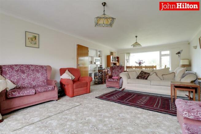 980. Living Room (3).jpg
