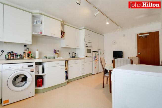 980. Kitchen (3).jpg