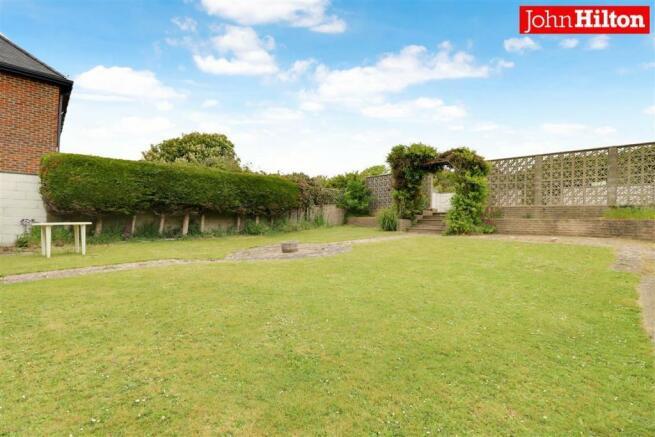 980. Garden (2).jpg