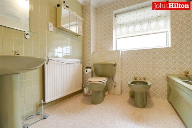 980. Bathroom (3).jpg