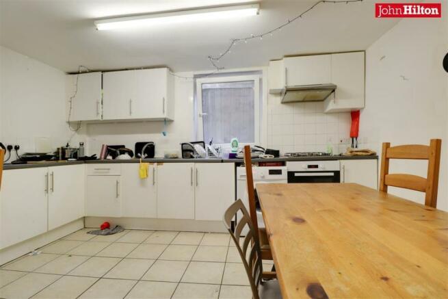 984. Kitchen.jpg