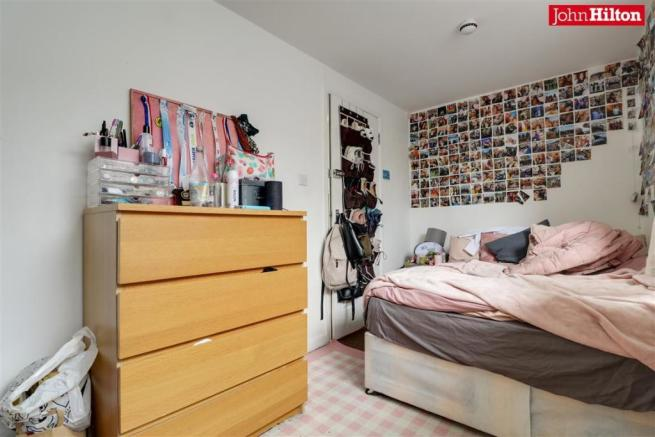 986. Bedroom 5.jpg