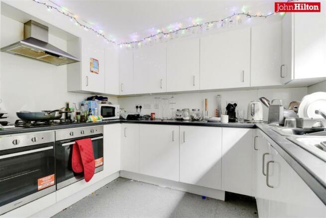 982. Kitchen (2).jpg