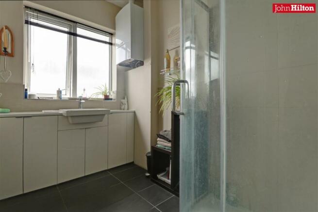 996. Shower Room (2).jpg