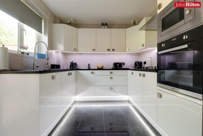 997. Kitchen (2).jpg