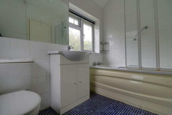 1013. Bathroom.jpg