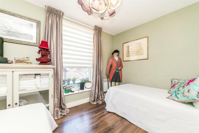 AA-second bedroom.jp