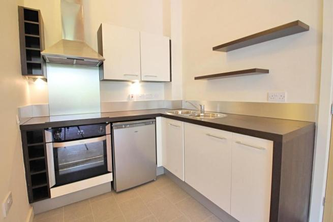 05 kitchen area.jpg