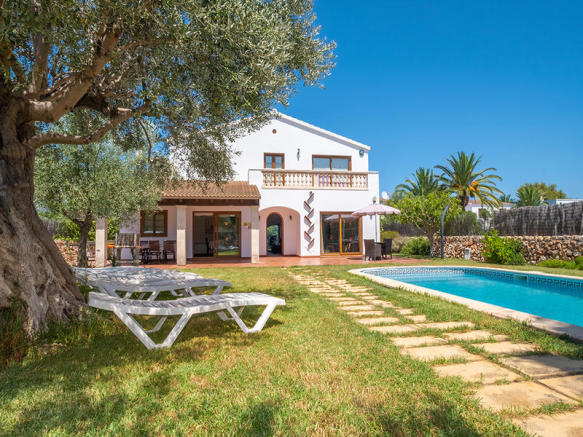 Villa with pool and tourist license in Son Carrió
