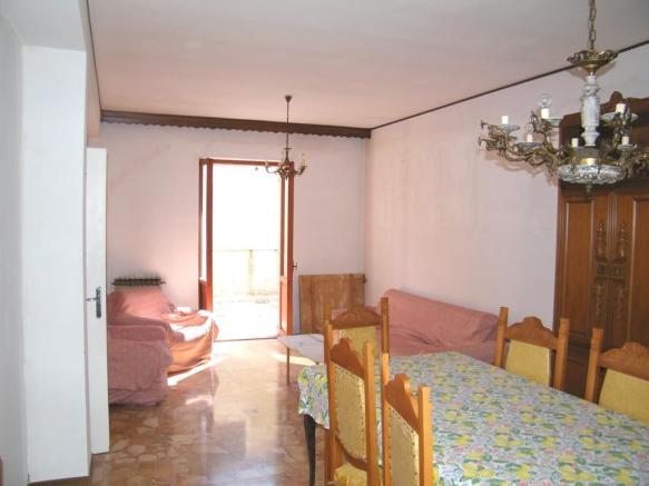 1st floor livingroom