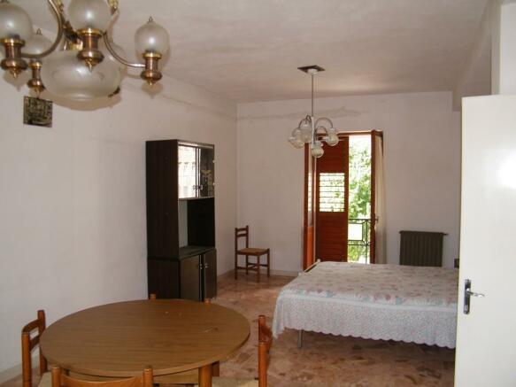 2nd floor livingroom