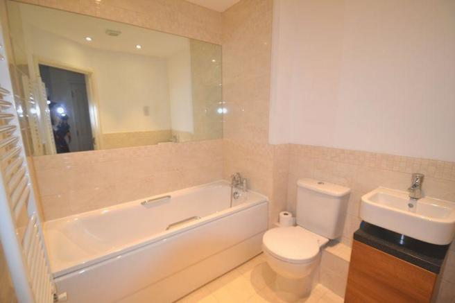 Photo 3 Bathroom