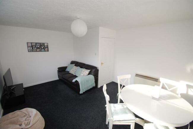 Lounge / Dining Room (2)