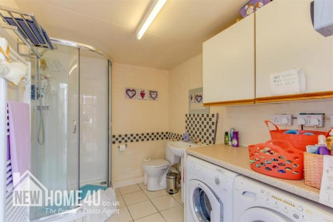 UTILITY / SHOWER ROOM: