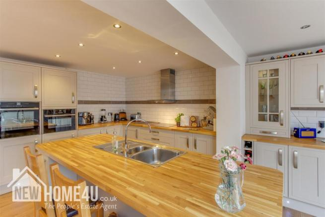 KITCHEN / FAMILY / DINING ROOM