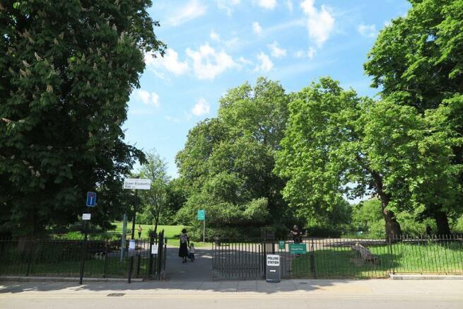 Clissold-Park.jpg
