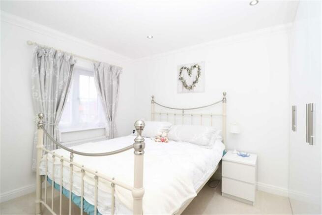 Bedroom/En-suite Shower Room