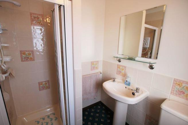 Bedroom 1 En-s...