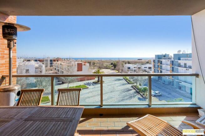 Balcony with sea vie