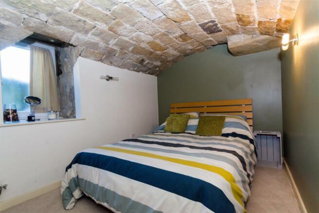 VERSATILE VAULTED ROOM/BEDROOM