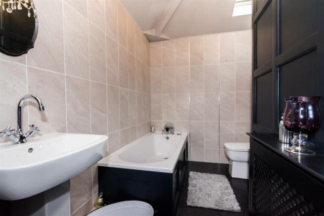 LUXURY HOUSE BATHROOM