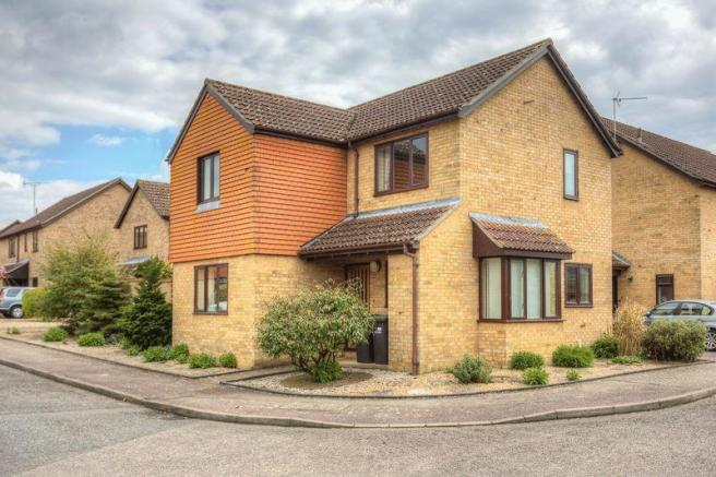 4 bedroom detached house for s...