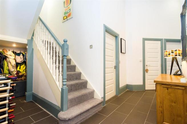 LARGE PRIVATE ENTRANCE HALL