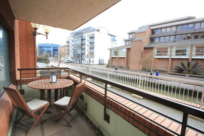 Private patio (Main)