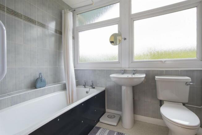 Spinney16-Bath-01A.jpg