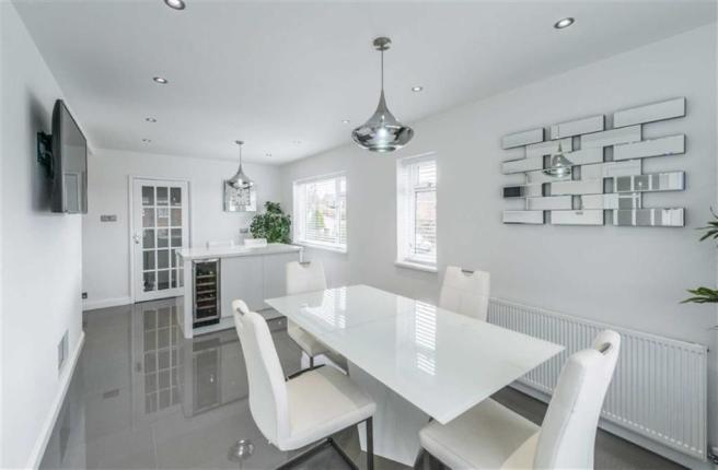 'L' SHAPED OPEN PLAN DINING KITCHEN