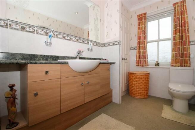 Bathroom & Shower Room