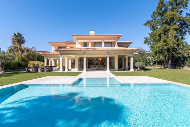 7 bedroom villa