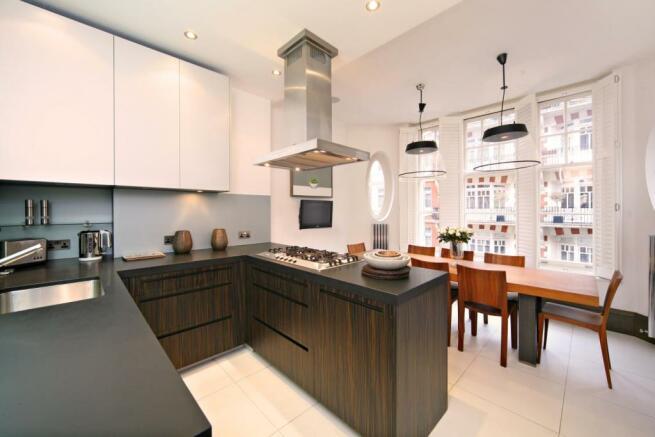Kitchen/ Breakfast