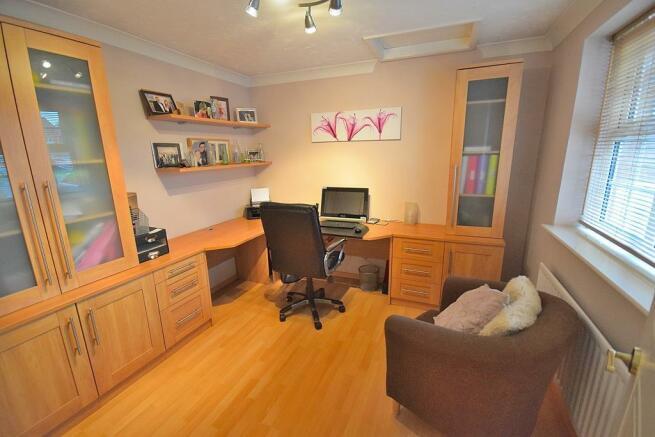 Study/Fifth Bedroom