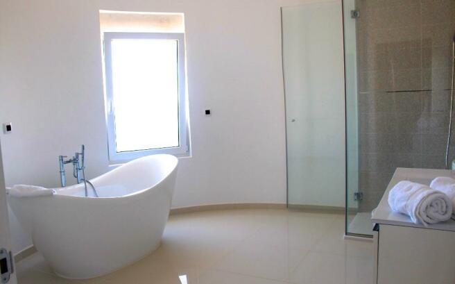 bathroom en suite