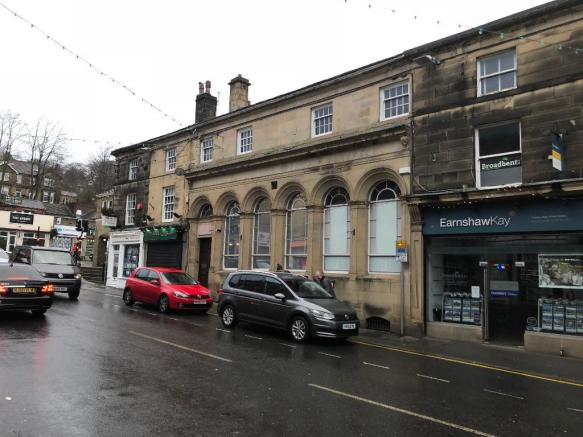 Retail Property (high street) to rent in 28, Victoria Street