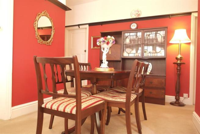 ENTRANCE HALL / DINING ROOM