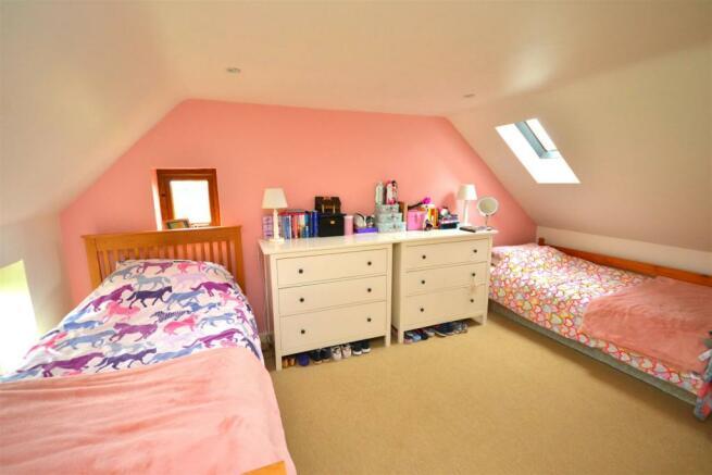 Master bedroom 1 a.jpg